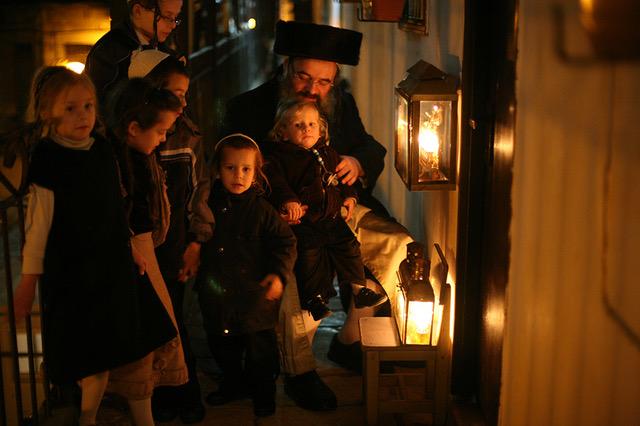 Hanukkah in Mea Shearim 2